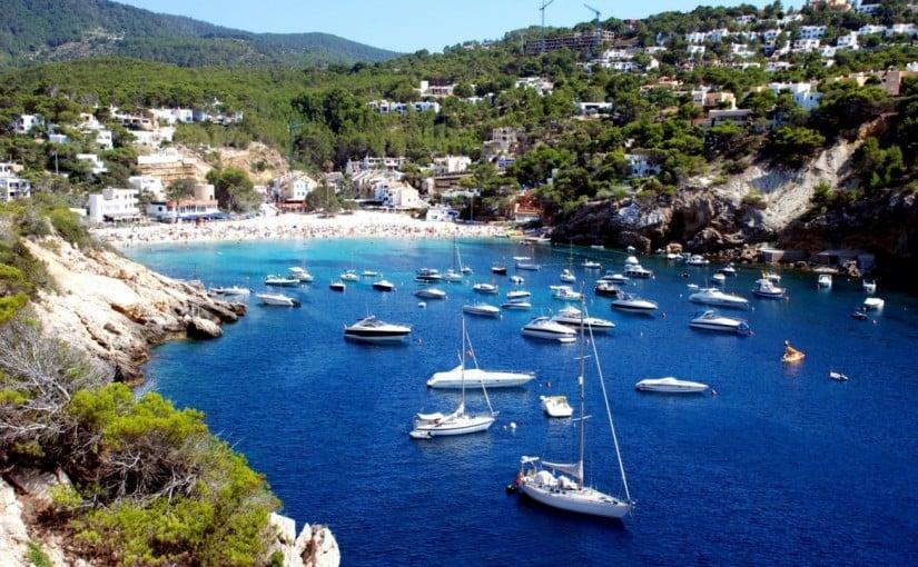 Disfruta del mar alquilando un barco en Ibiza